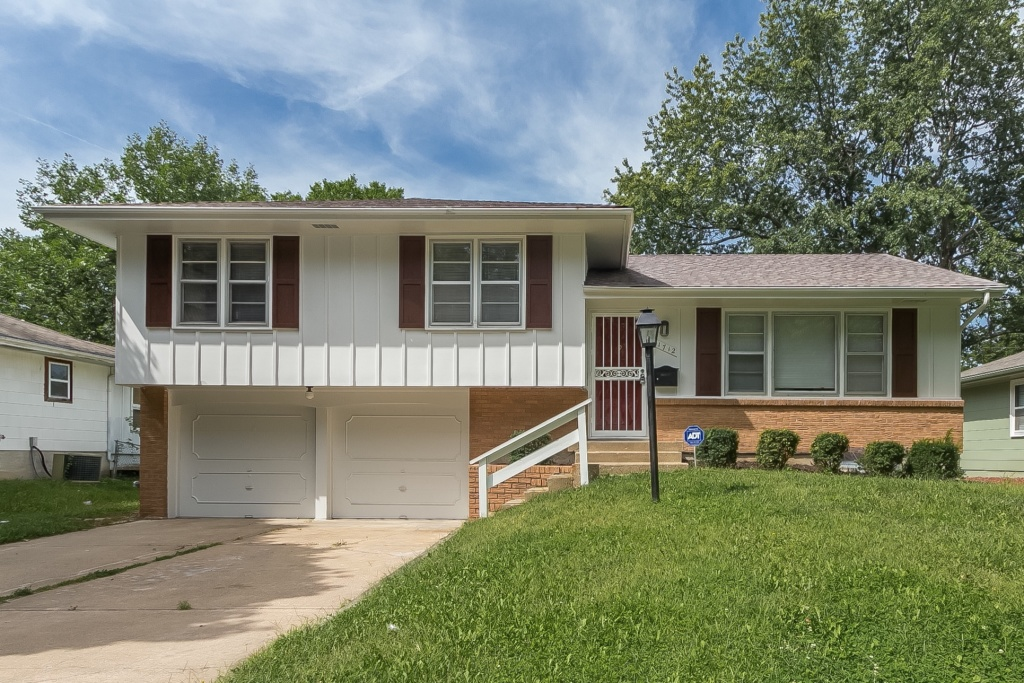 This 3 Bedroom, 2 Bathroom Home Has Been Thoroughly Revitalized. Upgrades  Include Hardwood Flooring, Tiled Baths And Fresh Interior/exterior Paint.
