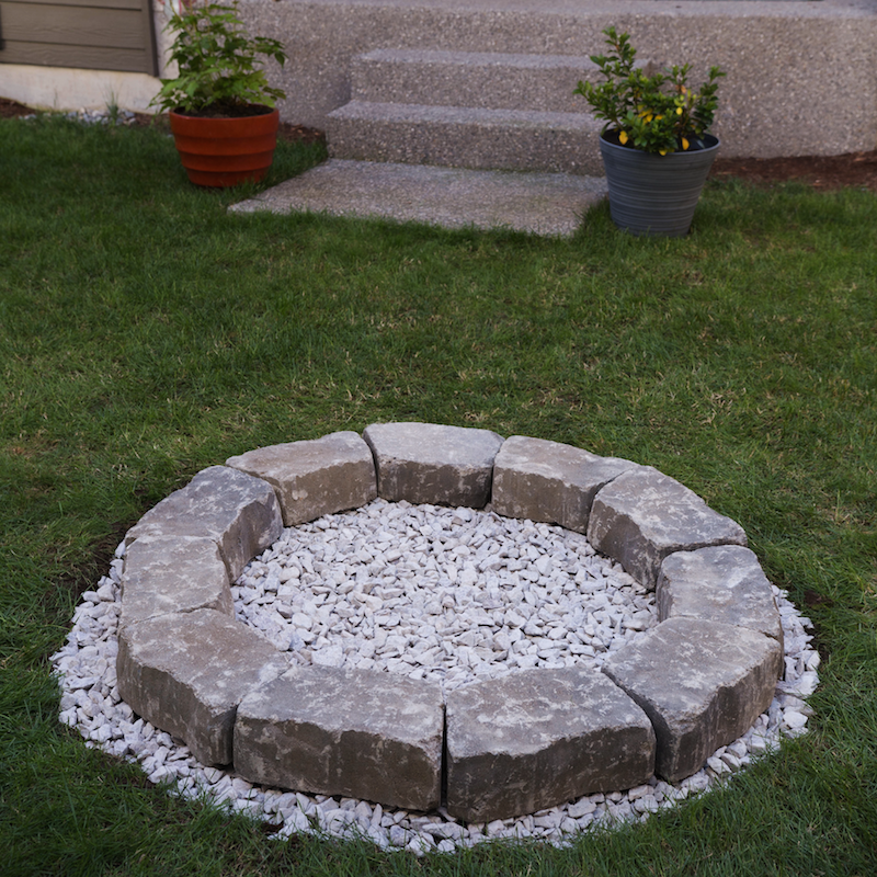 Diy backyard fire pit build it in just 7 easy steps for Diy brick fire pit